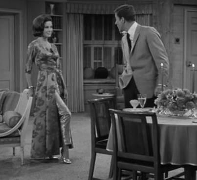 Mary Tyler Moore in hostess coat, Dick Van Dyke Show