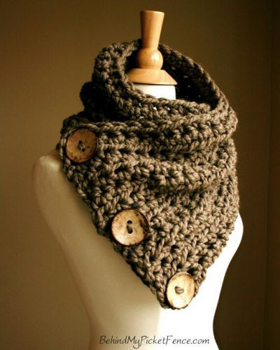 T K scarf ... love the gigantic buttons, oh if i could knit this!!! loooove this!
