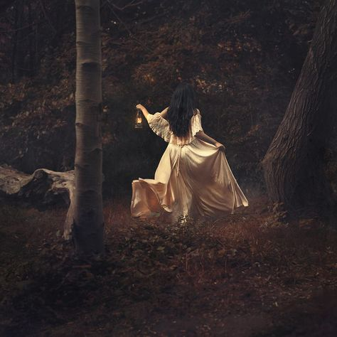 Dreamlike Surreal Photography by Nicole Burton Queen Aesthetic, Princess Aesthetic, Witch Aesthetic, Book Aesthetic, Fantasy Magic, Fantasy Life, Fantasy World, Dark Fantasy, Surrealism Photography