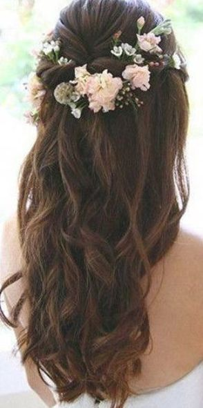half up half down wedding hairstyles with floral #Longhairstyles #weddinghairstyles
