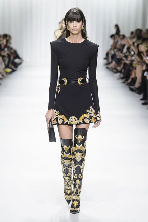 All of the best looks of the Versace runway collection from Fashion Week Spring/Summer 2018