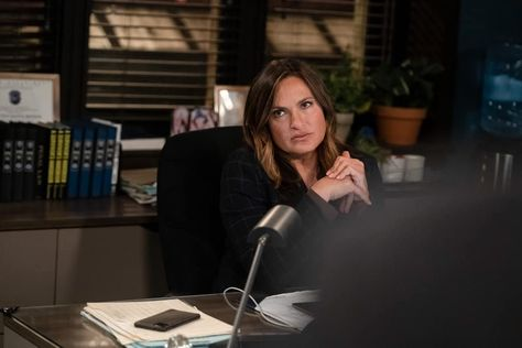 Law And Order Svu Season 22 Episode 15 Photos What Can Happen In The Dark Seat42f In 2021 Law And Order Svu Svu Law And Order