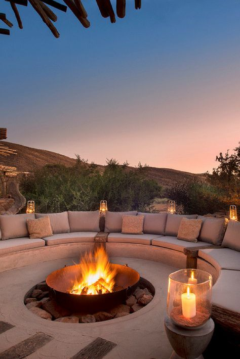 Outdoor fire pit Cozy Backyard Fire Pit with Seating Area Ideas < Home Design Ideas < queenchefr Cozy Backyard, Backyard Seating, Backyard Patio Designs, Fire Pit Backyard, Backyard Landscaping, Patio Ideas, Firepit Ideas, Firepit Design, Pergola Ideas