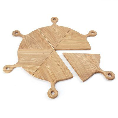 Pizza Boards Serving Set - Set of 6 Whether you are having take-out pizza or home made pizza, serve it in style to your guests with our Pizza Boards Serving Set. The 6 boards together make a great pre Woodworking Plans, Woodworking Projects, Woodworking Machinery, Pizza Shapes, Diy Bird Feeder, Diy Cutting Board, Wood Slices, Wood Colors, Wood Crafts