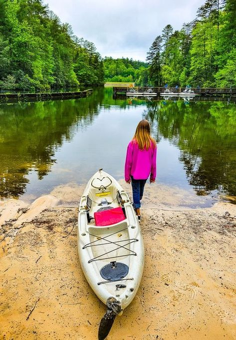 Looking for a getaway in Georgia? The North Georgia Mountains are an easy drive from Atlanta. Here are 3 amazing places to visit in Georgia in the mountains. #Georgia #mountains #travel #getaways #familytravel