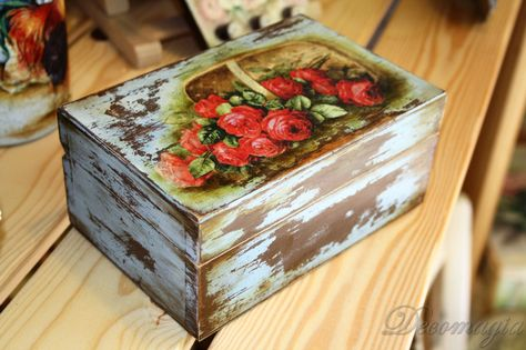 Box with decoupage and shabby chic