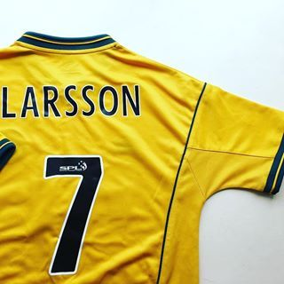 Henrik larsson 7 Celtic Away Shirt 200002 link in bio