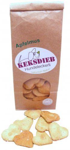 Aus der Kategorie Hundekekse  gibt es, zum Preis von EUR 2,99  Hergestellt aus selbstgemachtem Apfelmus, natürlich ohne Zucker! Flach und knackig, können daher auch von kleinen Zähnchen sehr gut geknuspert werden. Über unterschiedliche Herzchengrößen in der Tüte können sich alle freuen.<br><br>Inhaltsstoffe:<br>Dinkelmehl, Apfelmus (ohne Zucker), Haferflocken (zart), Olivenöl, Hühnerei<br>Rohprotein 12,7%, Rohfett 6,1%, Rohfaser 0,6%, Rohasche 1,3%