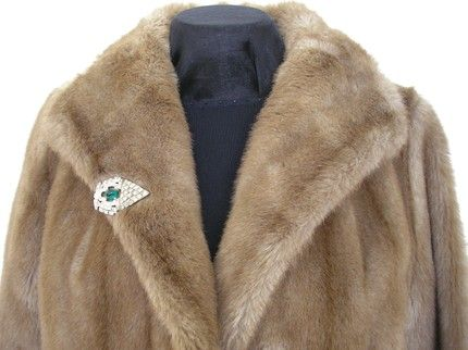 Google Image Result for http://www.artfire.com/uploads/product/4/274/84274/1984274/1984274/large/art_deco_dress_clip_vintage_fur_clip_rhinestone_emerald_green_large_efcaeaa4.jpg