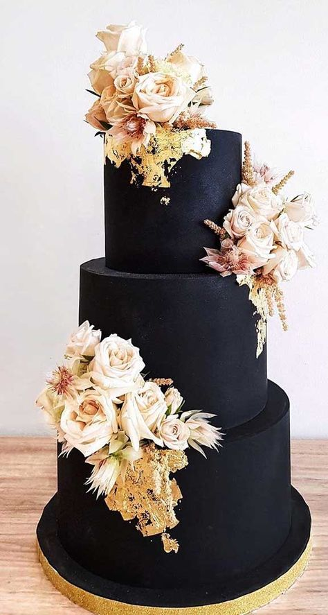Just like bridal dresses, wedding cakes can also be trendy or obsolete. A traditional wedding cake is usually a white vanilla cake in towering stacked layers. However, we are onto year wedding cake trends are becoming more and more playful. Black Wedding Cakes, Wedding Cakes With Cupcakes, Elegant Wedding Cakes, Cool Wedding Cakes, Beautiful Wedding Cakes, Wedding Cake Designs, Beautiful Cakes, Dream Wedding, Rustic Wedding
