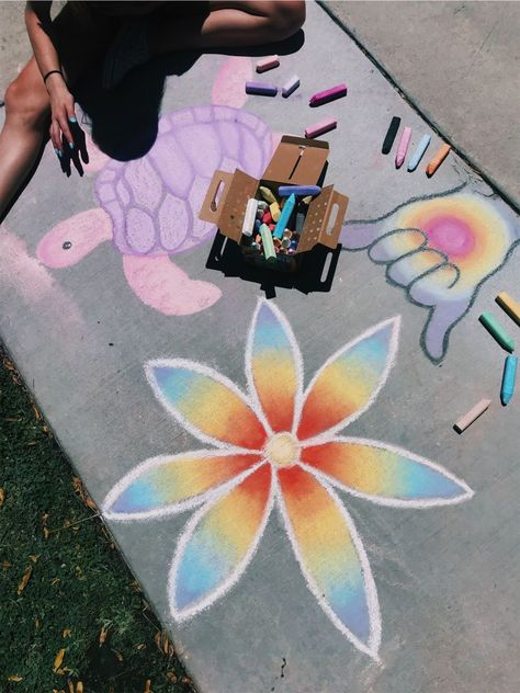 Chalk Art Mural Street Art, A concrete sidewalk is a giant outdoor canvas for a street artist. With just a box of pastel chalks, Chalk Design, Sidewalk Chalk Art, Murals Street Art, Art Inspo, Art Drawings, Easy Chalk Drawings, Cool Art, Art Projects, Artsy