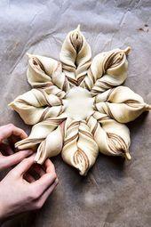 Snowflake Pull-Apart Monkey Bread.,  #Bread #christmaspartyfood #monkey #PullApart #Snowflake