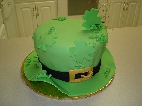 St. Patrick's Day Four Leaf Clover and Leprechaun Hat Cake