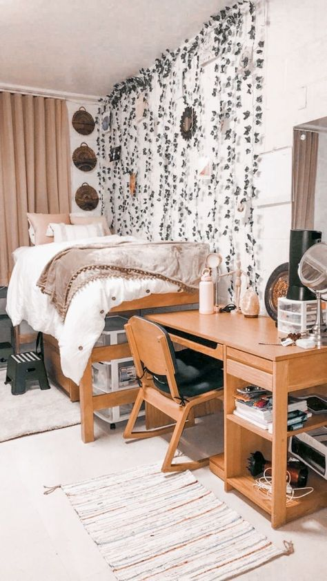 College Bedroom Decor, Boho Dorm Room, Cool Dorm Rooms, Room Ideas Bedroom, College Dorm Rooms, Dorm Room Themes, Pink Dorm Rooms, Small Room Bedroom, Indie Dorm Room
