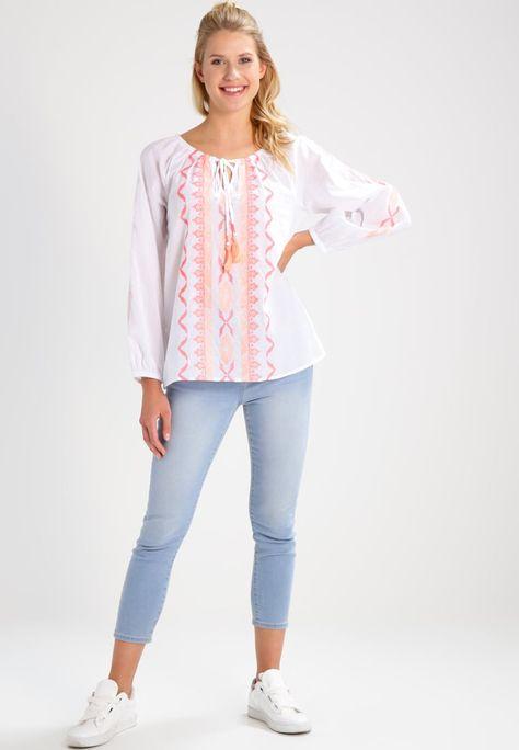 Consigue Este Tipo De Blusa Basica De Emily Van Den Bergh Ahora Haz Clic Para Ver Los Detalles Envios Tipos De Blusa Blusas Mujer Y Blusas