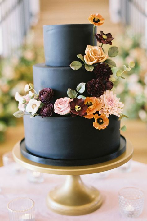 From the editorial Think Ranch Wedding Venues Are Too Rustic? Think Again. Edgy with a feminine touch. ✨ This cake represented a combination of the bride and groom's personalities and let's just say… we are WOWED. 🙌  Photography: @sophiekayephotography Cake: @flourandflourish  #blackweddingcake #edgyweddingcake #rusticweddingcake #weddingcakeinspo
