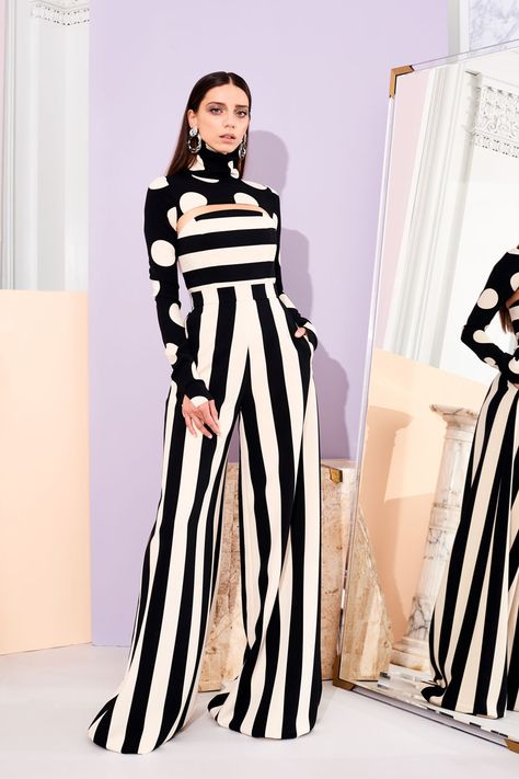 Christian Siriano Pre-Fall 2019 Fashion Show Collection: See the complete Christian Siriano Pre-Fall 2019 collection.