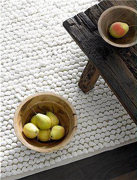 Fleece Teppich Weicher, weißer Kuschelteppich aus Fleece, ideal für Wohn- oder Schlafzimmer. Der Teppich ist in zwei Größen lieferbar.