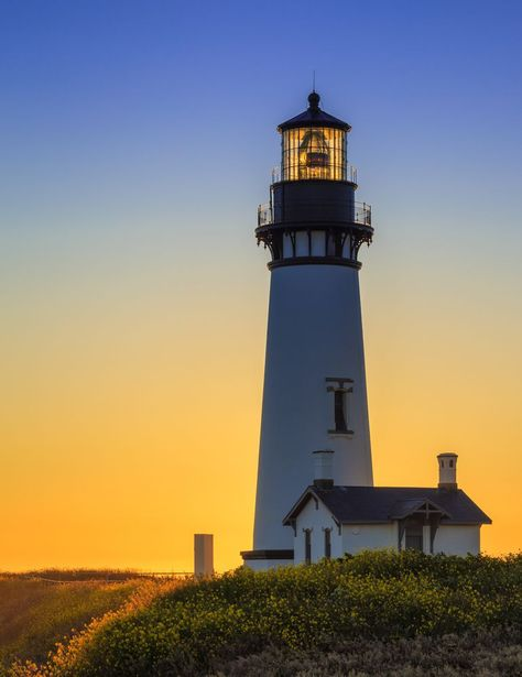 There's more to know about Yaquina Head Lighthouse in Newport, Oregon, than ghostly stories. Lighthouse Lighting, Lighthouse Pictures, Scenic Photography, Landscape Photography, Lightning Photography, Night Photography, Landscape Photos, Lighthouses In Oregon, Sea Storm