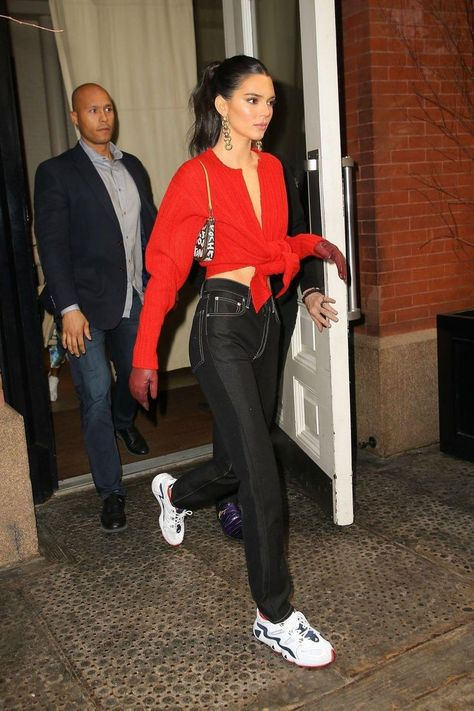 View the Kendall Jenner style file, the most beneficial looks worn by on trend Kendall. Kendall Jenner Outfits Casual, Kendall Jenner Workout, Kendall Jenner Estilo, Kendall Jenner Modeling, Kendall Jenner Fashion, Outfit Chic, Outfit Jeans, Stylish Outfits, Dressy Outfits