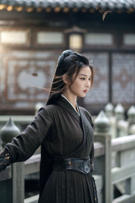 Bandana Hairstyles For Long Hair, Cabelo Rose Gold, Chinese Clothing, Chinese Culture, Hanfu, Minimal Fashion, Military Fashion, Traditional Dresses, Asian Woman