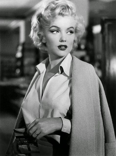 Can You Name The 40 Most Iconic Old Hollywood Stars? - - Hollywood just ain't what it used to be. Marilyn Monroe Outfits, Estilo Marilyn Monroe, Marilyn Monroe Frases, Marilyn Monroe Stil, Marilyn Monroe Fotos, Marilyn Monroe Wallpaper, Marilyn Monroe Tattoo, Marilyn Monroe Wedding, Marilyn Monroe Drawing