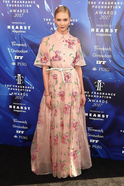 Karlie Kloss attends the 2017 Fragrance Foundation Awards Presented by Hearst Magazines.