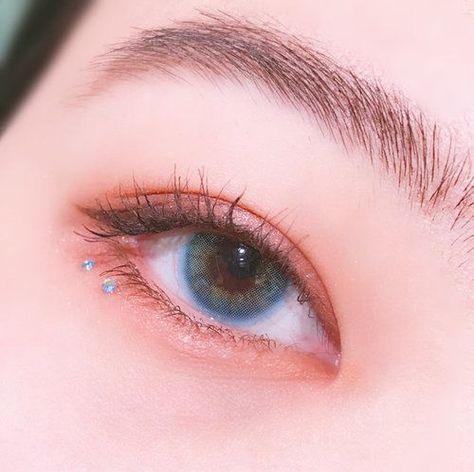 Imagen de eyebrows, korean makeup, and eyeliner #EyeMakeupSmokey #EyeMakeupDark