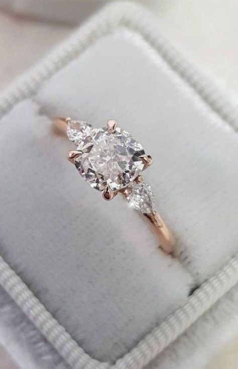 Engagement Ring Rose Gold, Beautiful Engagement Rings, Engagement Ring Settings, Vintage Engagement Rings, Solitaire Engagement, Solitaire Rings, Antique Wedding Rings, Wedding Ring With Band, Anillo De Compromiso