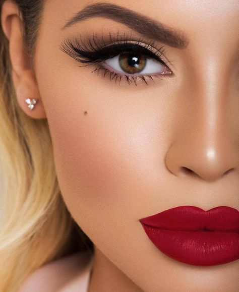 Glam Makeup With Big Red Lips Wedding Makeup Looks Pretty