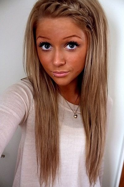 Tan Blonde Hair She Looks More Like Burnt But Shows S Can Pull It Off Too Beauty Pinterest Styles And