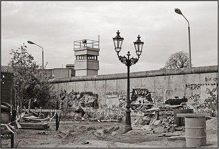 Ost West Lampen In 2020 Berlin Wall East Germany Berlin