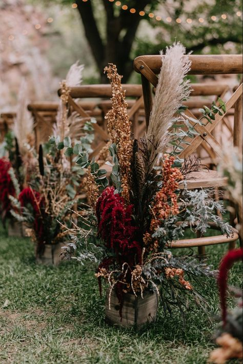 15 Whimsical Wedding Aisle Ideas with Pampas Grass boho chic floral wedding aisle ideas with pampas grass - Boho Wedding Fall Wedding Colors, Wedding Color Schemes, Floral Wedding, Wild Flower Wedding, Autumn Wedding Flowers, Whimsical Wedding Flowers, Country Wedding Colors, Spring Wedding, Wedding Outside