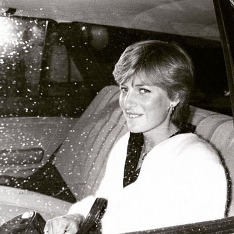 Lady Diana Spencer, fiance of Prince Charles, in the back of a car leaving her flat in London and moving to Clarence House, where she stayed until the day of her wedding in 1981 ■