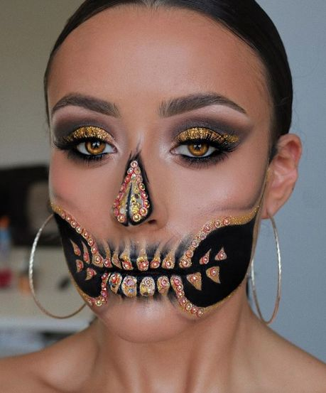Who knew skull makeup could be so pretty? Check out some of the most gorgeous skeleton makeup looks for Dia de los Muertos. Candy Skull Makeup, Skeleton Makeup, Candy Skulls, Sugar Skulls, Amazing Halloween Makeup, Halloween Face Makeup, Halloween Halloween, Vintage Halloween, Cute Halloween Costumes