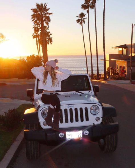 White Jeep Wrangler La Jolla Beach -You can find Jeep wranglers and more on our website. Auto Jeep, Jeep 4x4, Jeep Cars, Jeep Rubicon, White Jeep Wrangler, Jeep Wrangler Girl, Jeep Wranglers, Jeep Photos, Car Pictures