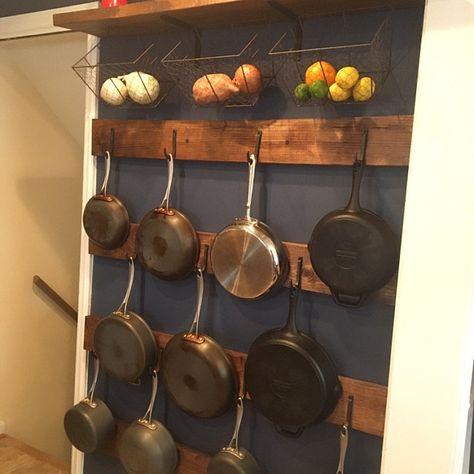 Kitchen Organization Pantry, Diy Kitchen Storage, Kitchen Decor, Pot Organization, Kitchen Ideas, Hanging Pans, Pot Rack Hanging, Rustic Pot Racks, Pan Hanger