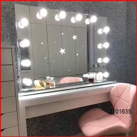 Lights Around Mirror Hollywood, Mirror With Lights Around It