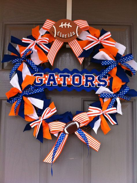 Gator Wreath - AHHHHHHHHHHH I need to make one of these.think I could fit a Gators one and a Panthers one on the same door?
