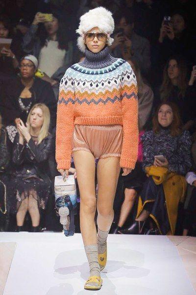 Anya Hindmarch Fall 2017 Ready-to-Wear Fashion Show Collection: See the complete Anya Hindmarch Fall 2017 Ready-to-Wear collection. Look 9