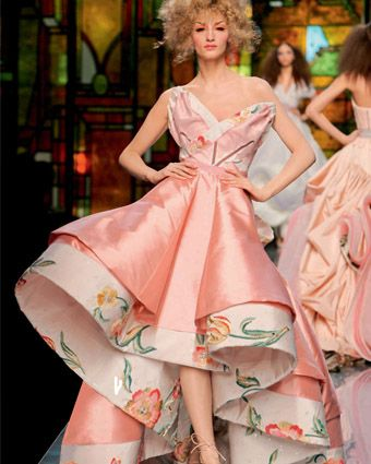 Создание конструкции женского платья в стиле ретро