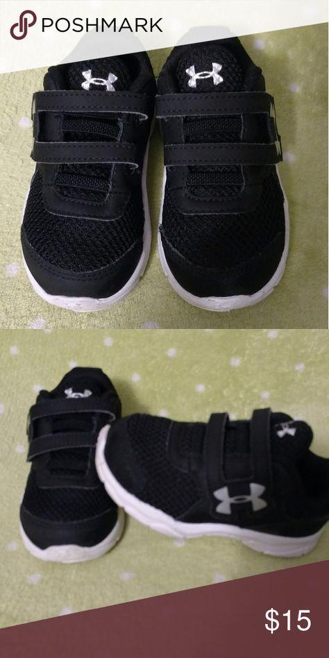 Toddler Under Armour shoes Euc, size 6