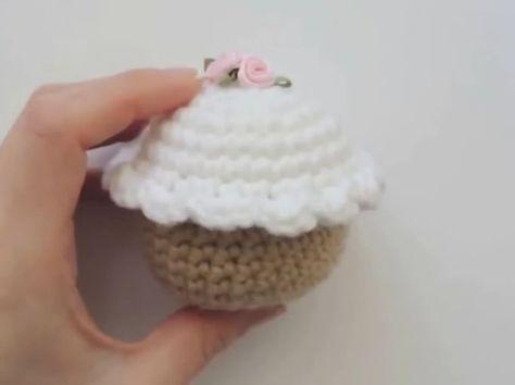 Come fare un cupcake facile a uncinetto – Video Tutorial.