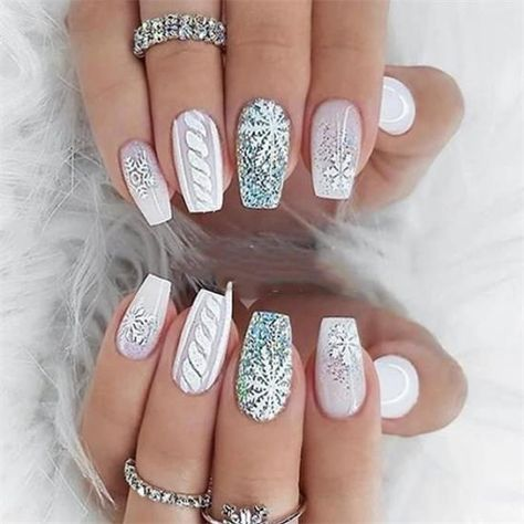 40+ Trendy Winter and Christmas Nail Ideas