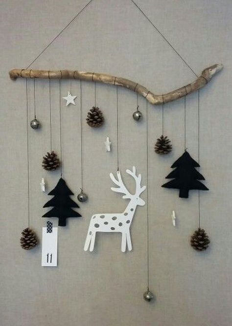 44 Lovely Christmas Wall Decor Ideas For Your Homes
