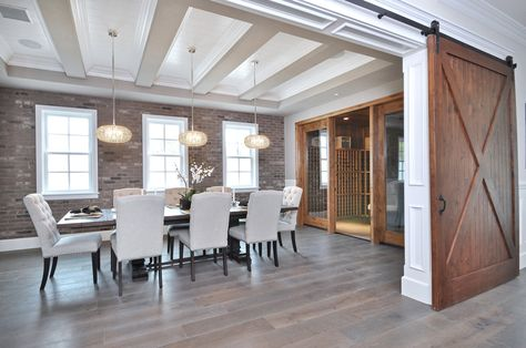Salle à manger de style #transitionnel avec suspendu. / #Transitional dining room with pendant.