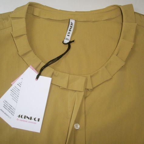 Camicia di cotone color senape con scollo a pieghe. Raffinata e femminile, perfetta #sottogiacca.  #camicie #taglieforti #46inpoi #curve #plussize #taglie #morbide #senape #mustard