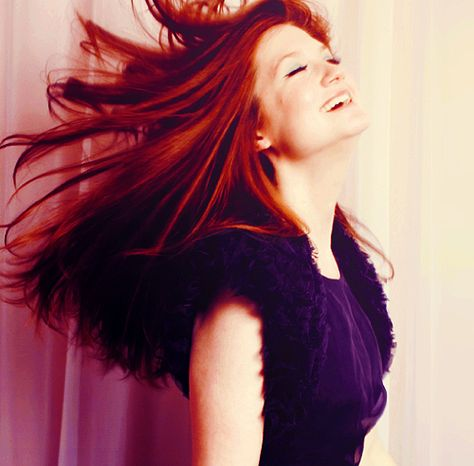 Bonnie Wright - love this hair color...