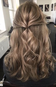 Prom And Pageant Hair Inspiration Find More Beautiful Hairstyles With Pageant Planet Hair Hairstyle Pageant Prom Curl Pageant Hair Hair Styles Hairstyle