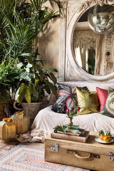 The Top Interior Design Trends for 2019 - Trend Home Design Ideen 2019 Tropical Home Decor, Tropical Interior, Bohemian Interior, Tropical Colors, Tropical Living Rooms, Moroccan Home Decor, Tropical Bathroom, Tropical Design, Bohemian Design